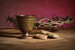 Coroa de espinhos, de copo e de pão Fotografia de Stock Royalty Free