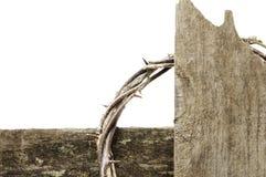 Coroa de espinhos e de cruz imagem de stock royalty free