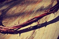 A coroa de Jesus Christ de espinhos, com um efeito retro do filtro foto de stock