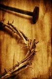 A coroa de Jesus Christ de espinhos na cruz santamente, com um retro Fotografia de Stock