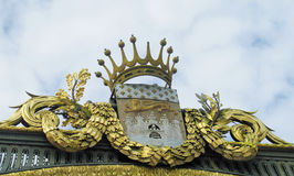 Coroa dourada do ornamento Foto de Stock