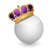 Coroa dourada na bola branca Fotos de Stock Royalty Free