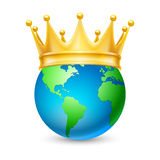 Coroa dourada no globo Fotografia de Stock