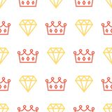 Coroa e brilhante reais no fundo sem emenda do teste padrão Rei e de coroa e de diamante da rainha esboço no fundo branco Fotografia de Stock Royalty Free