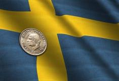 Coroas suecos na bandeira Fotografia de Stock Royalty Free