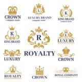 Coroe do ornamento heráldico branco superior do crachá do vintage do rei a ilustração luxuosa do vetor do kingdomsign ilustração stock