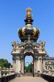 Coroe na porta Kronentor no palácio Zwinger, Dresden Fotos de Stock Royalty Free
