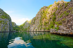 Coron海岛,菲律宾盐水湖和岩石  库存照片