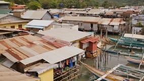 Coron-Bucht mit schlechtem Elendsviertelbereich philippinen Busuanga-Insel stock footage