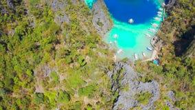Coron, Palawan, Philippinen, Vogelperspektive von sch?nen Lagunen und von Kalksteinklippen stock video footage