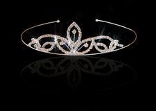 Corona d'annata di nozze della sposa, isolata sul nero Immagini Stock