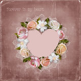 Corona dei fiori e cuore su fondo d'annata Fotografia Stock