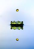 Corona del agua y descenso del color. Imagen de archivo