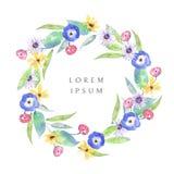 Corona dell'acquerello con i wildflowers, le viole del pensiero, le margherite, le foglie e l'erba illustrazione di stock