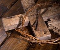 Corona delle spine e dell'incrocio di legno Immagine Stock Libera da Diritti