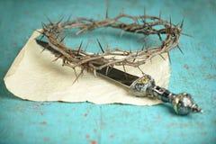 Corona delle spine e della spada Fotografie Stock Libere da Diritti