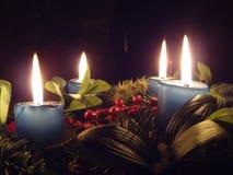 Corona di arrivo (4 candele) Fotografie Stock