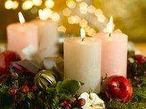 Corona di avvenimento con le candele illuminate Fotografia Stock