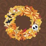 Corona di Halloween di vettore con la zucca ed i pipistrelli Immagine Stock