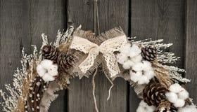 Corona di Natale con cotone immagini stock libere da diritti