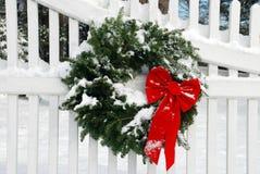 Corona di natale con neve Fotografia Stock Libera da Diritti
