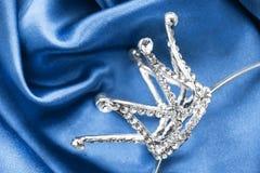 Corona en el satén Foto de archivo libre de regalías