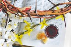 Corona en la biblia Fotografía de archivo libre de regalías