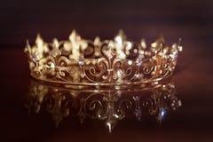 Corona reale per re o la regina Simbolo di potere e di ricchezza fotografia stock libera da diritti