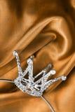 Corona su seta Immagini Stock Libere da Diritti