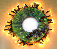 Corona tradizionale della porta di Natale del mestiere fatto a mano del bambino dal filo Fotografia Stock
