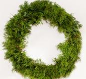 Corona verde tradizionale di Natale, fondo bianco Immagine Stock Libera da Diritti