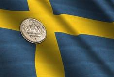 Coronas suecas en la bandera Imagenes de archivo