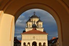 Coronationdomkyrka som är alba-Iulia Arkivfoton