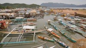 Coronbaai met en pijler Het Overzees van Sulu PALAWAN filippijnen Busuangaeiland stock videobeelden
