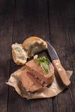 Coronilla con pan y albahaca Imagenes de archivo