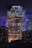 Corp. d'ordinateur de passage immeuble de bureaux la nuit, Pékin, Chine Photos stock