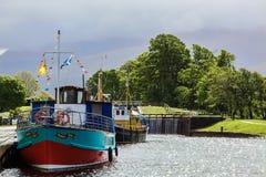 CORPACH, HIGHLANDS/UK ESCOCÊS - 19 DE MAIO: Canal caledoniano no Co Fotografia de Stock Royalty Free