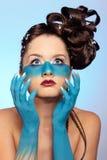 Corpo-arte dell'azzurro di fantasia della ragazza Immagine Stock