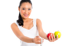 Corpo de medição da mulher asiática Imagens de Stock