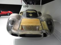 Corpo de pouco peso do carro de competência de Porsche 908 24 horas de Le Mans Museu de Porsche Foto de Stock