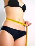 Corpo fêmea com medida de fita foto de stock royalty free