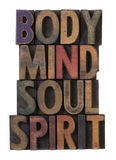 Corpo, mente, alma, espírito no tipo de madeira velho Foto de Stock