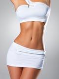 Corpo tanned magro da fêmea bonita fotografia de stock
