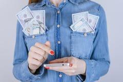 Corporat de papel del control de la moneda de las compras del control de la persona de la gente de la riqueza imagenes de archivo