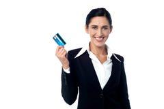 Corporate woman displaying credit card Royalty Free Stock Photos