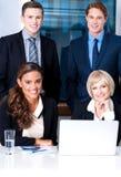 Corporates med affärskvinnor på förgrund Fotografering för Bildbyråer