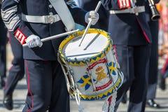 Corps de musique d'armée comportant un batteur. Le 8 juin 2013, Stockholm, Suède Image stock