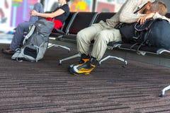 Corps de terminal d'aéroport de attente de personnes Photo stock