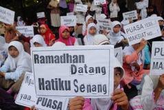 CORPS MUSULMANS INDONÉSIENS POUR LA PEINE DE MORT AUX TRAFIQUANTS DE DROGUE Image libre de droits