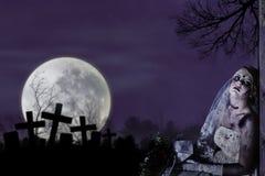 Corpse Bride mit grunge Wand Stockfotografie